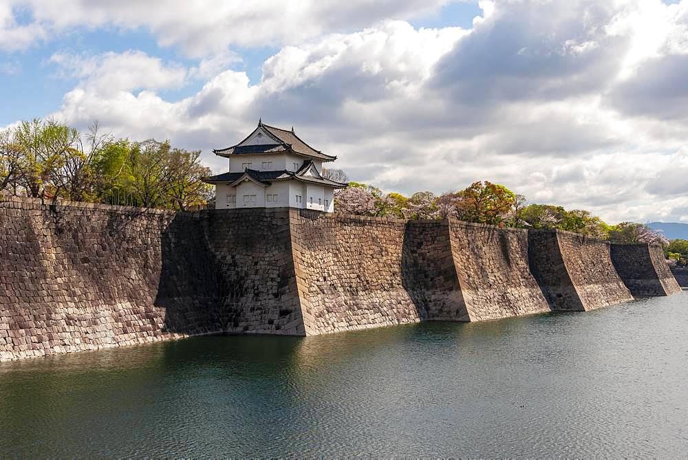 Osaka Castle with moat, Osaka Castle Park, Chuo-ku, Osaka, Japan, Asia