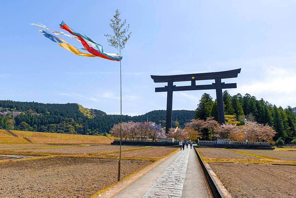 Largest Torii in the world, destination of the Kumano Kodo Pilgrimage, Hongu Oyunohara Torii Gate, also Otorii, Oyunohara Shinto Shrine, Wakayama, Japan, Asia