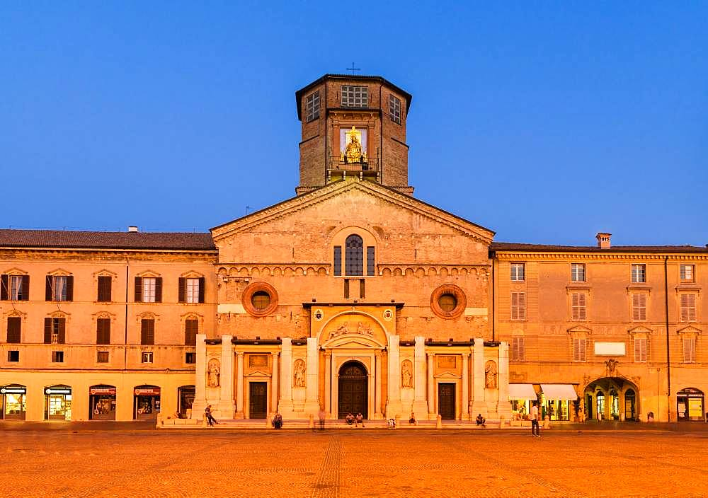 Blue Hour, Piazza Prampolini with the Cathedral Santa Maria Assunta, Reggio Emilia, Emilia-Romagna, Italy, Europe