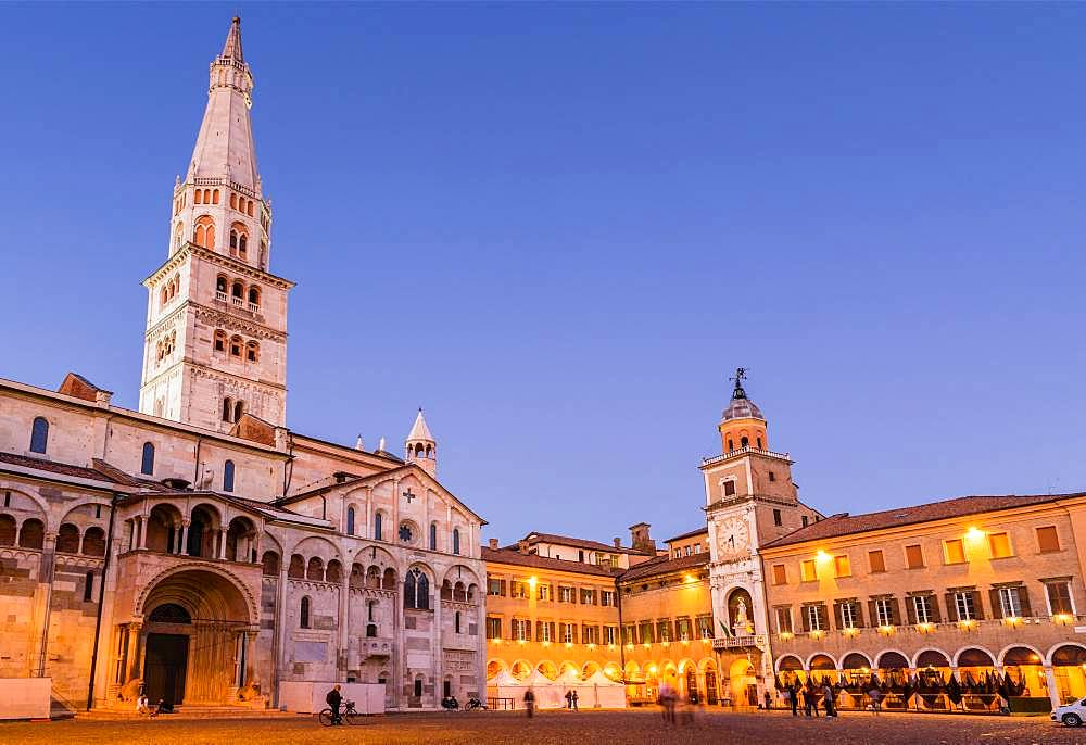 Blue hour, Piazza Grande, Cathedral of Modena with tower Torre Ghirlandina, Modena, Emilia-Romagna, Italy, Europe
