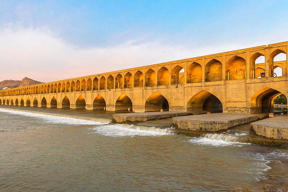 Si-o-se Pol Bridge or Allah-Verdi Khan Bridge over Zayande-Rud river, Esfahan, Iran, Asia