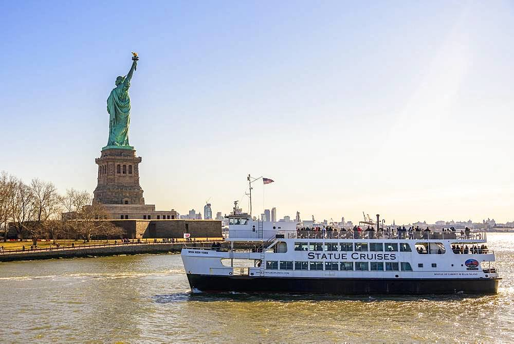 Statue of Liberty with passenger boat, Statue of Liberty National Monument, Liberty Island, New York City, New York State, USA, North America