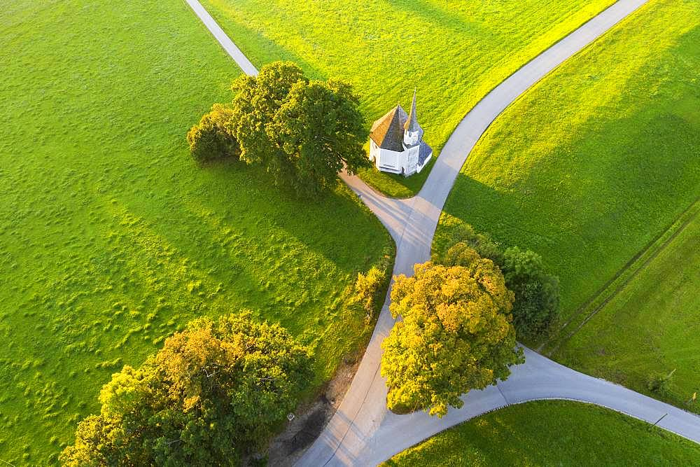 Chapel of St. Leonhard in Harmating, near Egling, Toelzer Land, aerial view, Upper Bavaria, Bavaria, Germany, Europe