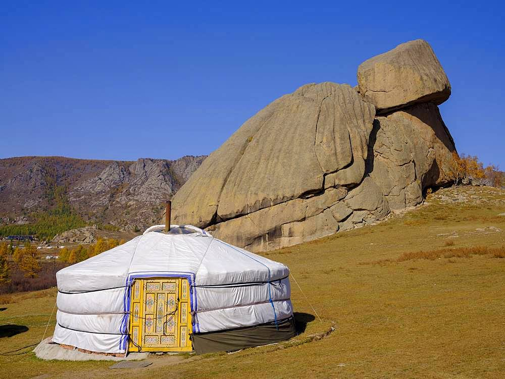 Yurt under the Turtle Rock, in Gorky Terelj National Park, Gorky Terelj National Park, Ulaanbaatar, Ulan Bator, Mongolia, Asia