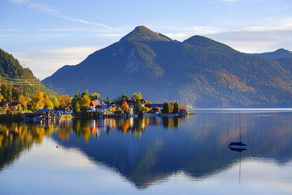 Village Walchensee and Lake Walchensee in the morning light, behind Jochberg, Upper Bavaria, Bavaria, Germany, Europe