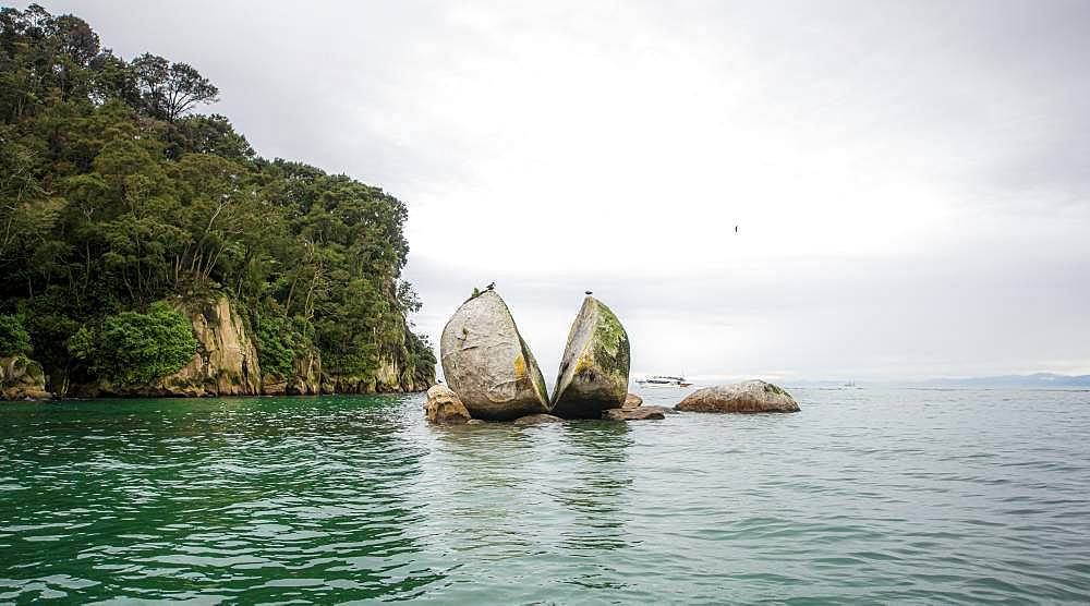 Cleaved rock, Split Apple Rock, Abel Tasman National Park, Tasman Region, Southland, New Zealand, Oceania