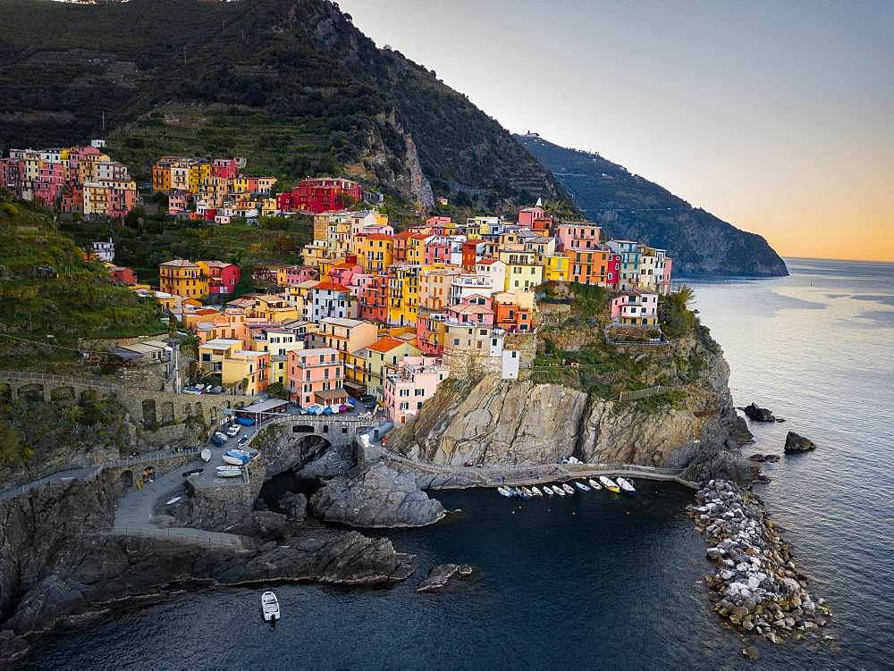 Colorful houses in the coastal town of Manarola, Cinque Terre, province of La Spezia, Italy, Europe