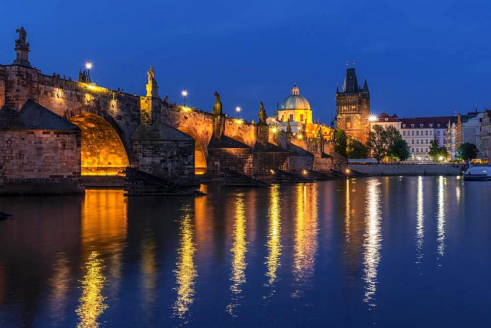 Karluv most, Charles Bridge and Vltava at dusk, in the back dome of the church Kreuzherrenkirche with old town bridge tower, Prague, Bohemia, Czech Republic, Europe
