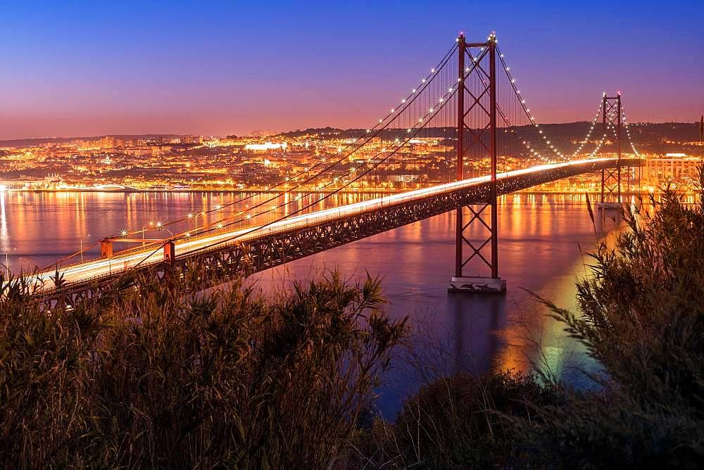 Bridge, Ponte 25 de Abril, at dusk, Lisbon, Portugal, Europe