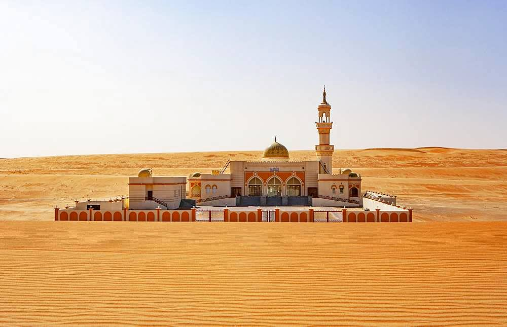 Mosque in the desert, desert Rimal Wahiba Sands, Oman, Asia