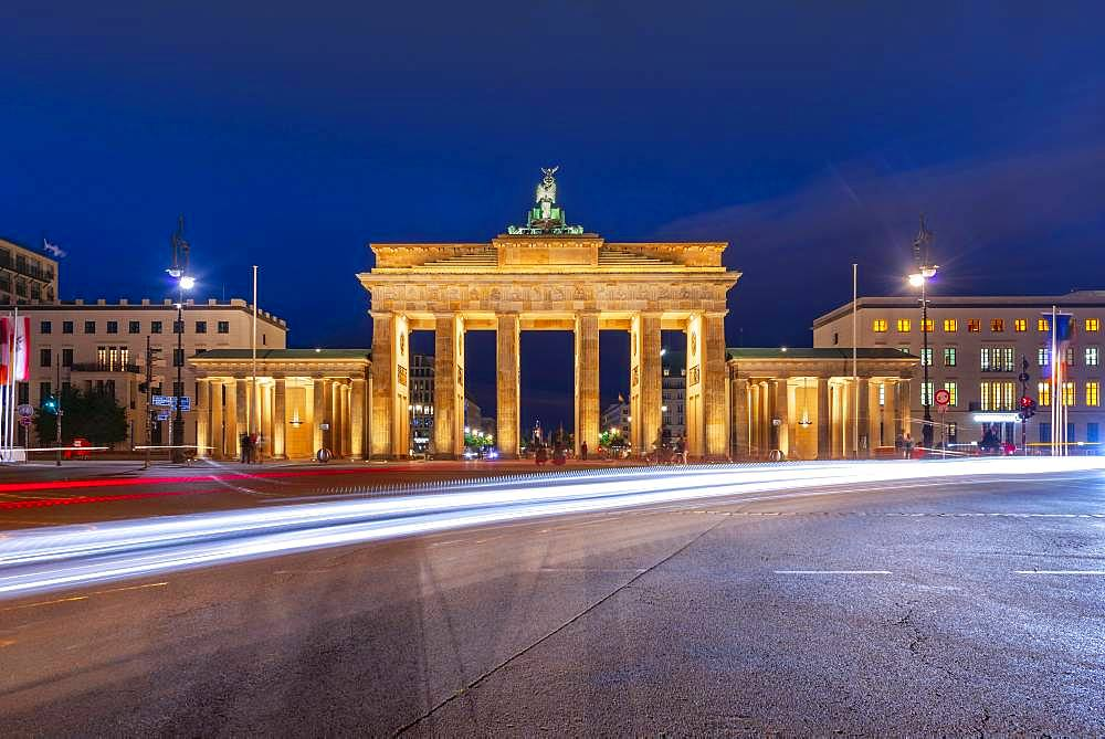 Traces of light in front of the Brandenburg Gate at dusk, Pariser Platz, Berlin, Germany, Europe