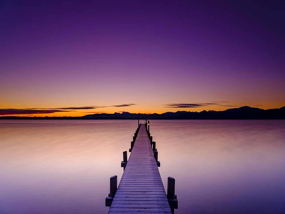 Footbridge at Chiemsee at dawn, behind the Chiemgau Alps, Chiemgau, Upper Bavaria, Bavaria, Germany, Europe