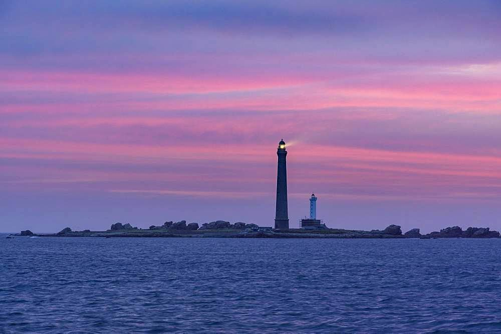 View to the lighthouse on I'lle Vierge at dusk, Plouguerneau, Departement Finistere, France, Europe