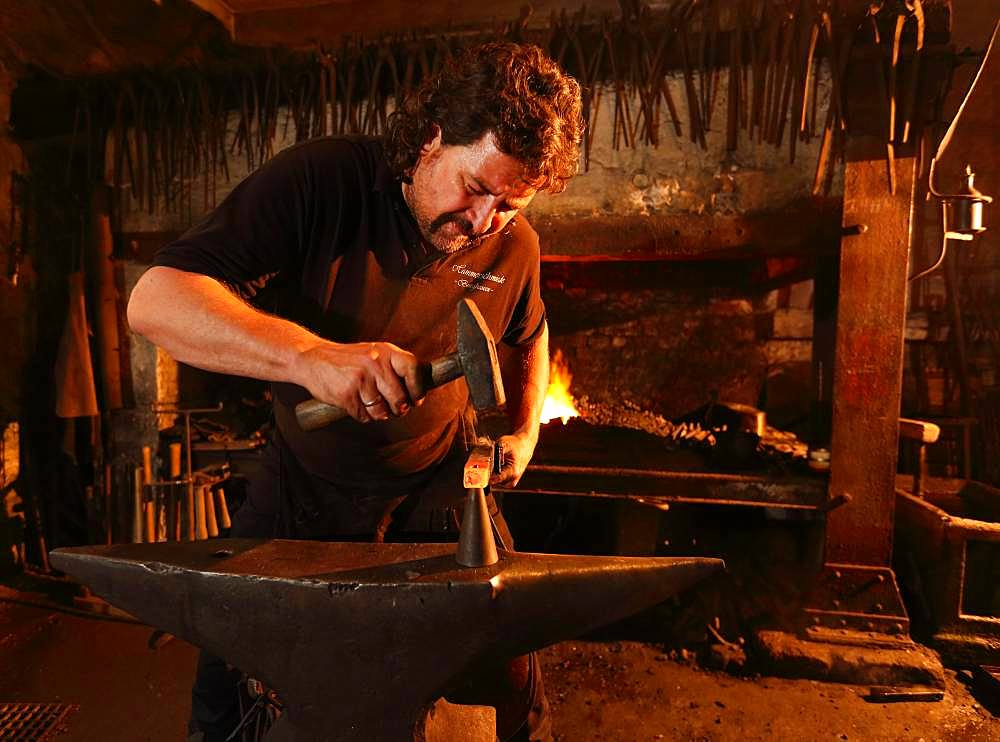 Blacksmith at the anvil, hammer mill Burghausen, Upper Bavaria, Bavaria, Germany, Europe - 832-387017