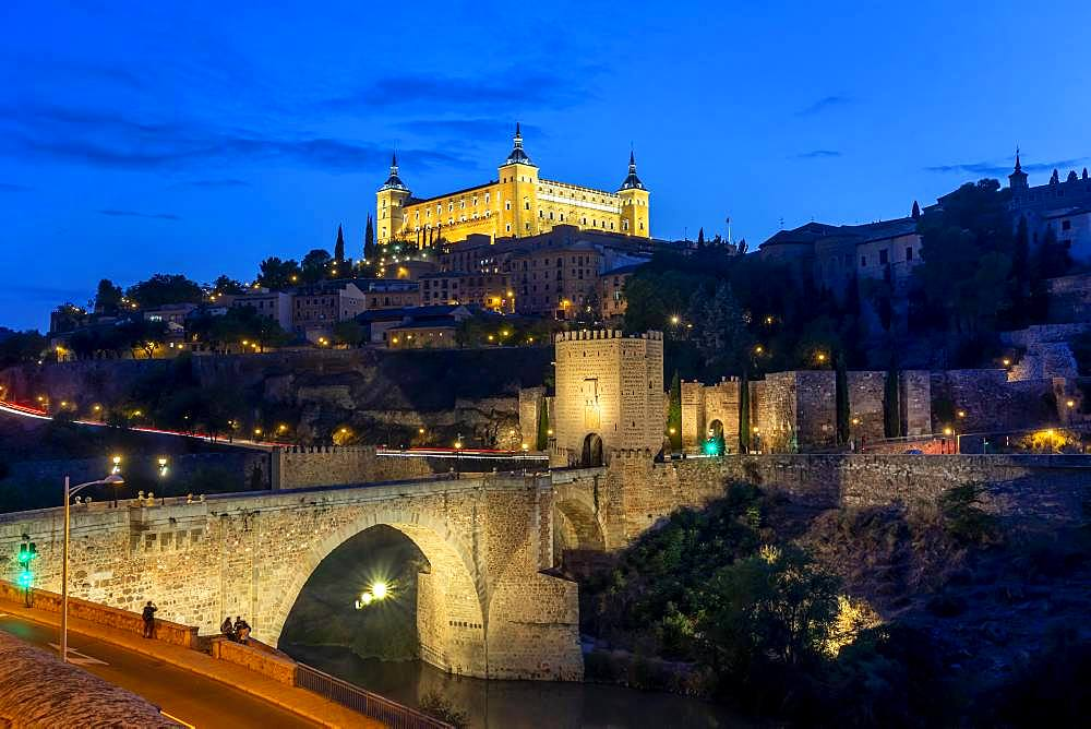 Bridge Gate, Alcantara Bridge, Puente del Alcantara, over the river Tajo, with Alcazar de Toledo, night view, Toledo, Castilla-La Mancha, Spain, Europe