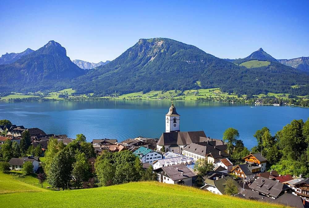 Wolfgangsee, pilgrimage church, St. Wolfgang with Bleckwand, Salzkammergut, Austria, Europe