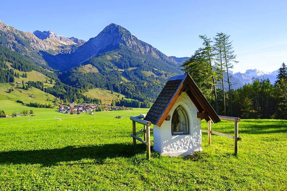 Wayside shrine at the Schoellanger castle, place Reichenbach, Rubihorn and Nebelhorn, near Oberstdorf, Oberallgaeu, Allgaeu, Swabia, Bavaria, Germany, Europe
