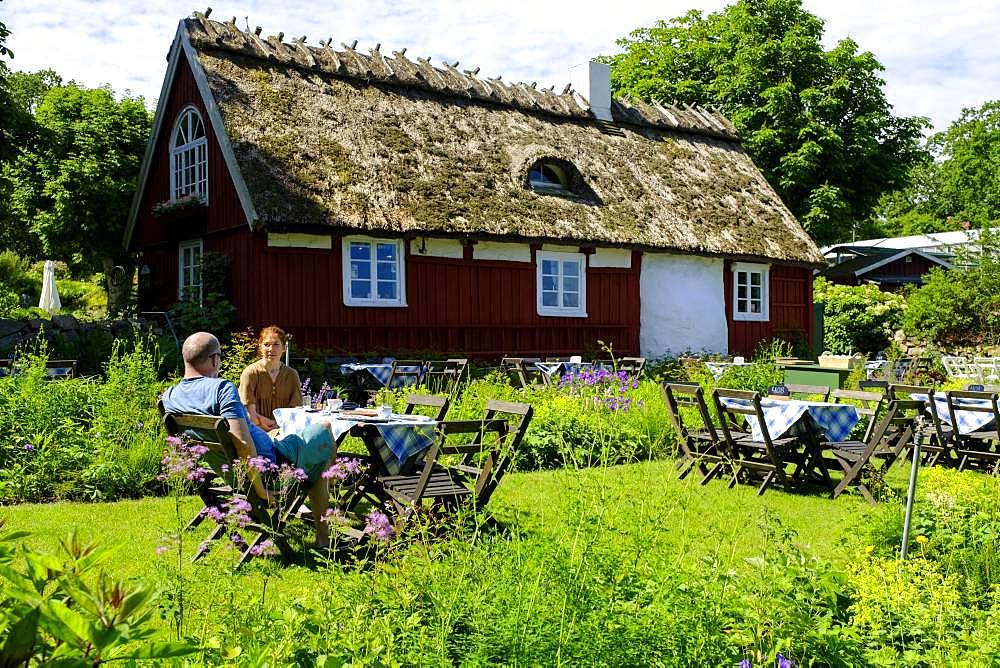 Garden cafe, Flickorna Lundgren Pa Skaeret, Skaeret, Kullen Peninsula, Skane, Skane, Skane laen, southern Sweden, Sweden, Europe