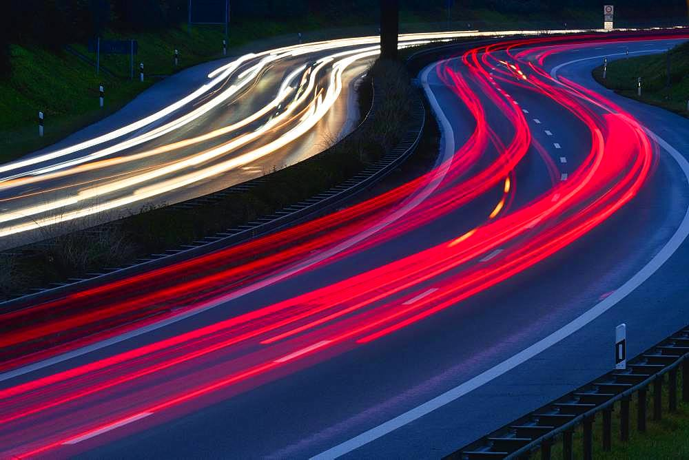 Tracers on the federal road B14, at night, winding road, long time exposure, Stuttgart, Baden-Wuerttemberg, Germany, Europe