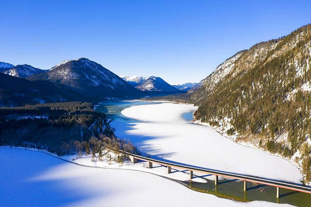 Bridge over Sylvensteinsee, aerial view, Lenggries, Isarwinkel, Upper Bavaria, Bavaria, Germany, Europe
