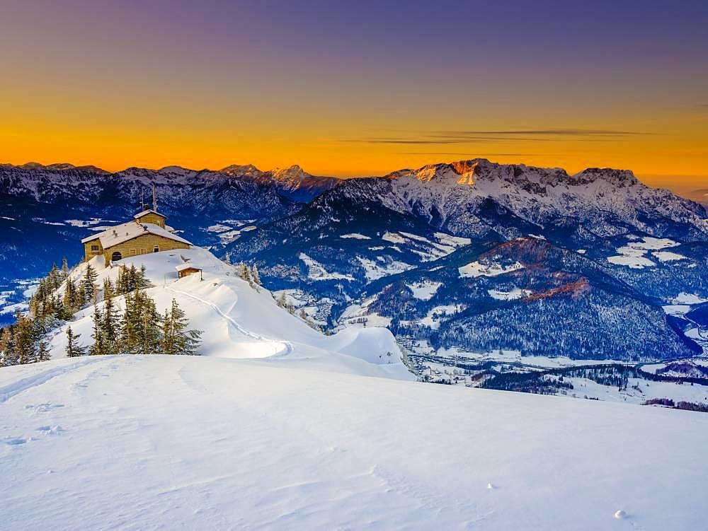 Eagle's Nest at dusk, back right the Untersberg, winter landscape, Berchtesgaden National Park, Berchtesgaden Alps, Schoenau am Koenigssee, Berchtesgadener Land, Upper Bavaria, Bavaria, Germany, Europe