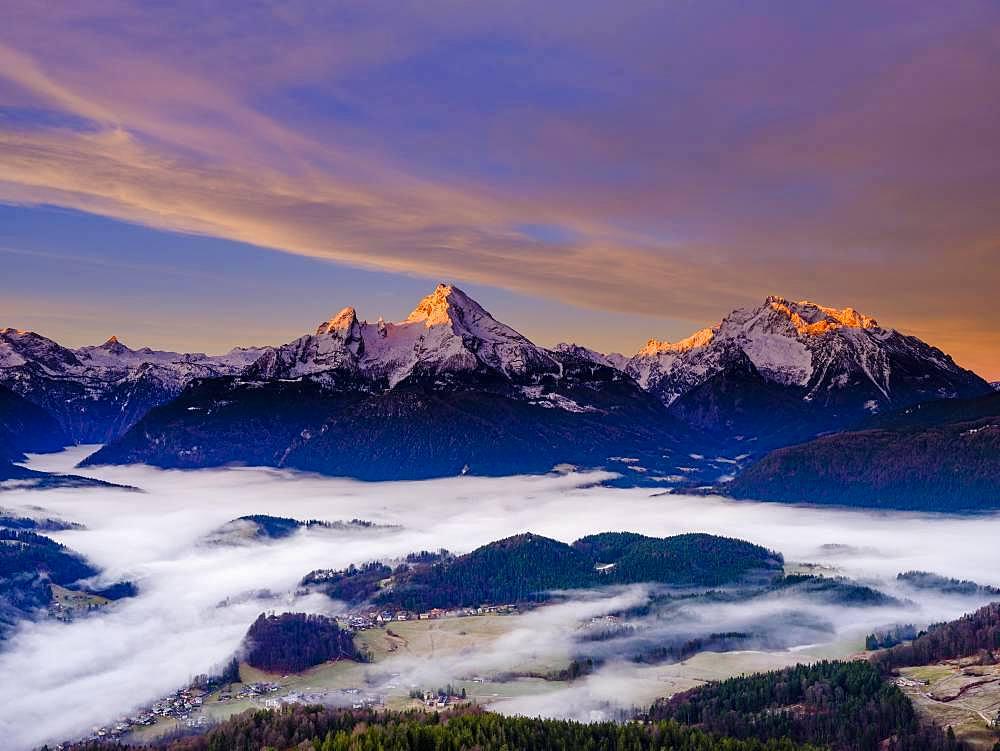 Sunrise at the peaks of the Steinernes Meer, Watzmann and Hochkalter, fog in the valley basin of Berchtesgaden, winter landscape, Berchtesgaden, Schoenau am Koenigssee, Berchtesgadener Land, Upper Bavaria, Bavaria, Germany, Europe