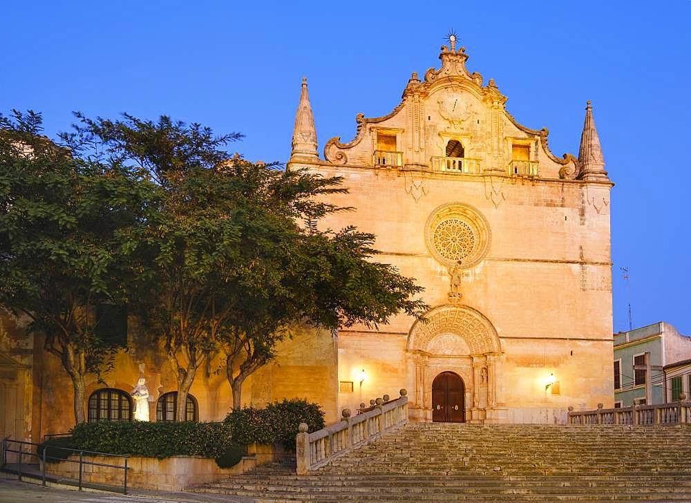 Parish church of Sant Miquel at dusk, Felanitx, Migjorn region, Majorca, Balearic Islands, Spain, Europe