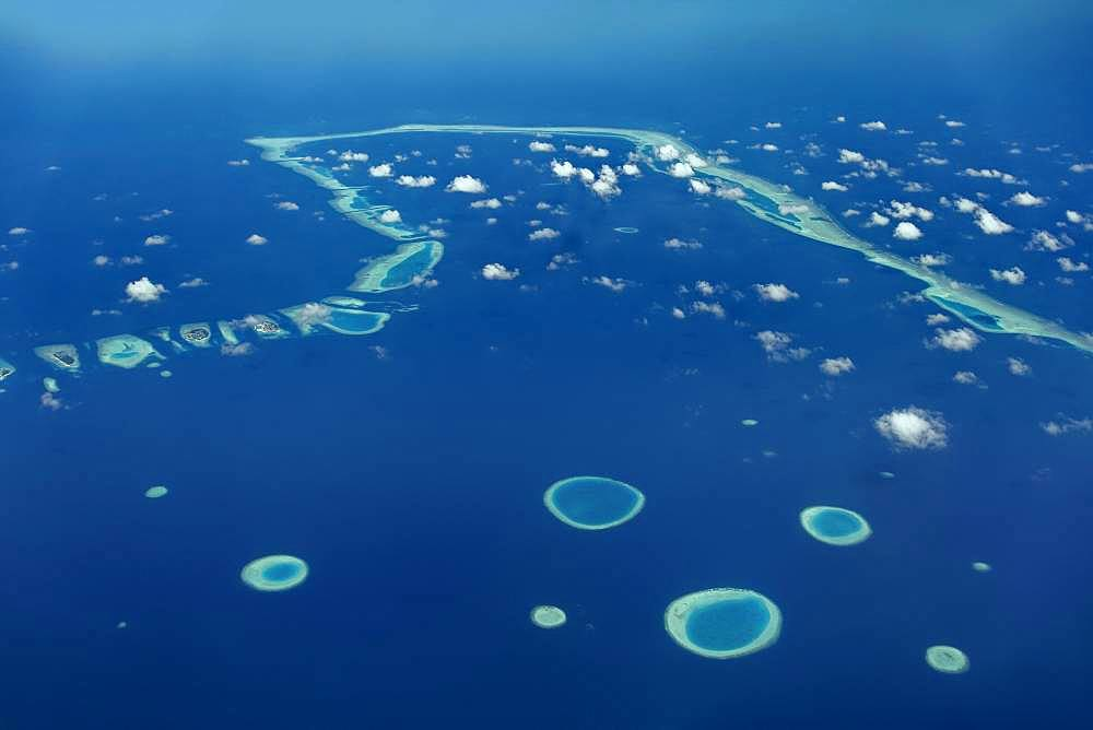 Small ring reefs, remains of sunken islands, eastern foothills of Vaavu Atoll or Felidhu Atoll, Indian Ocean, Maldives, Asia