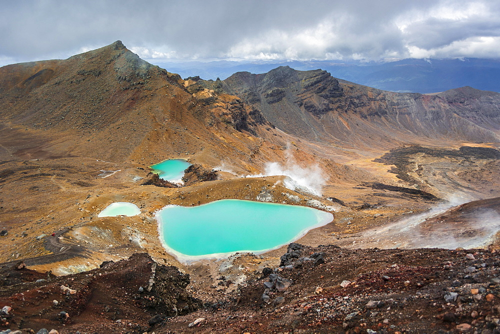 Turquoise Crater Lake, Blue Lake, volcano Mount Tongariro and Mount Ngauruhoe, Tongariro National Park, North Island, New Zealand, Oceania
