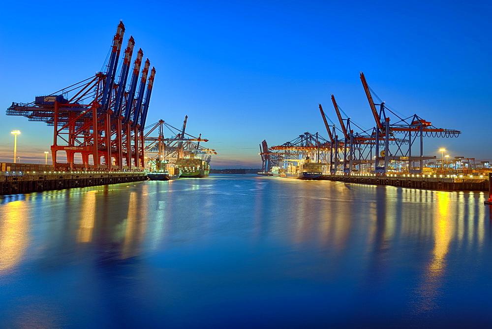 Burchardkai, harbour, illuminated, evening mood, Hamburg, Germany, Europe