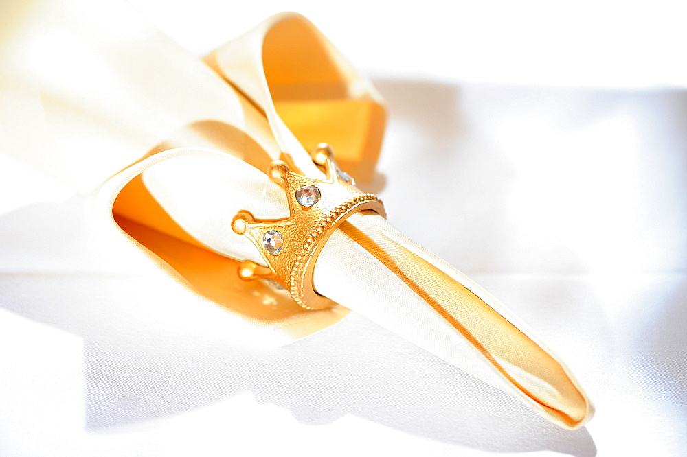 Napkin with precious napkin ring, golden crown, Germany, Europe - 832-387938