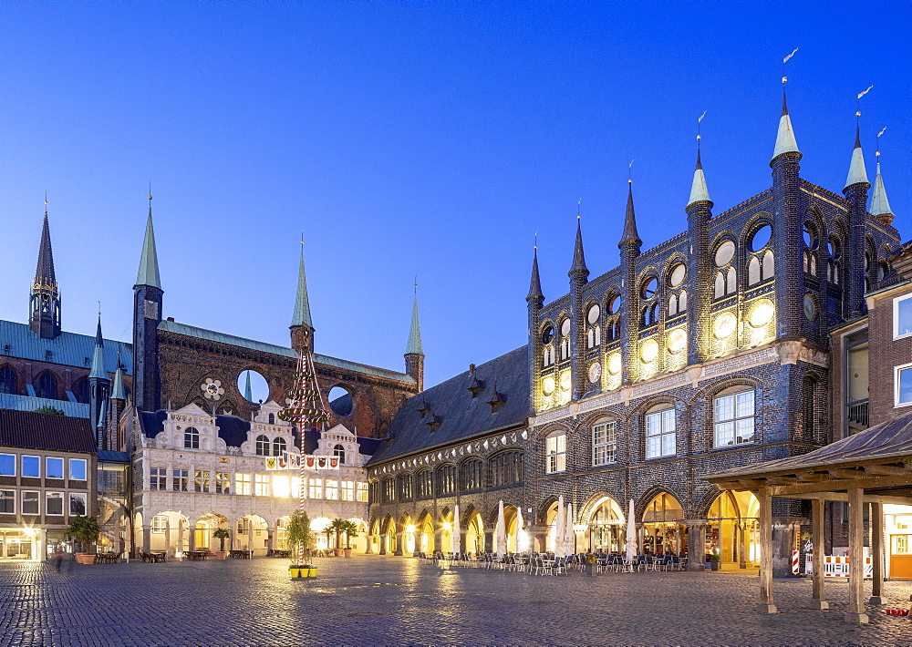 Historical town hall, Renaissance gable, Long House, New Chamber, Blue Hour, Market, Luebeck, Schleswig-Holstein, Germany, Europe
