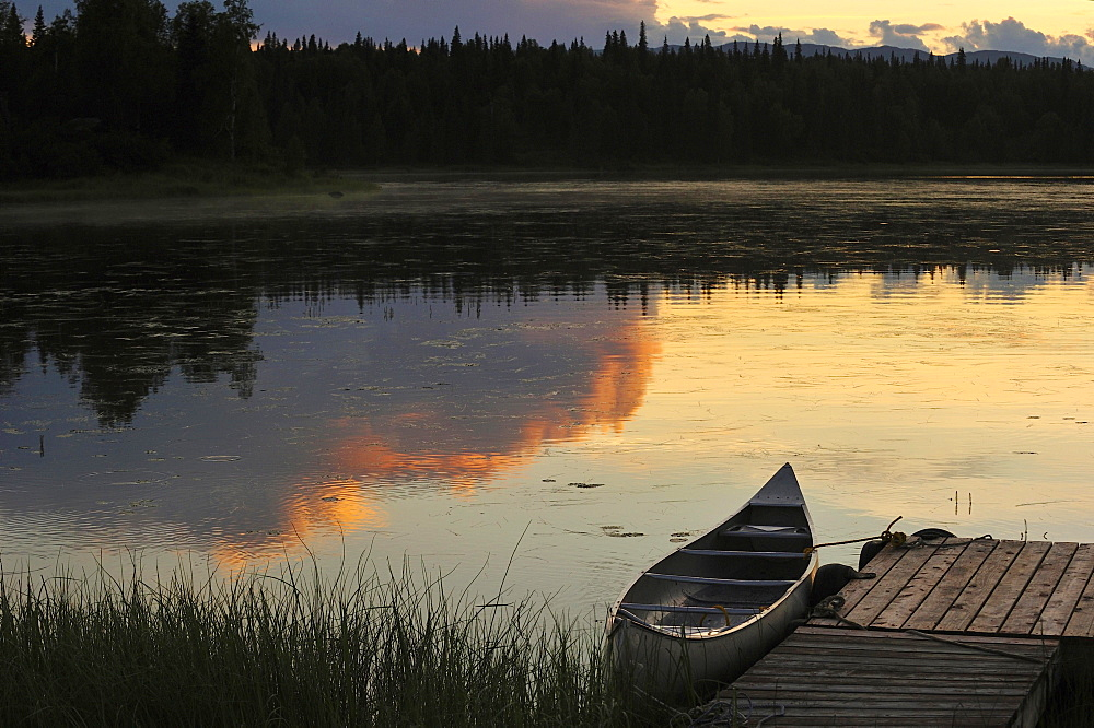 Canoe in the evening mood at the jetty of a lake, Alaska, USA, North America