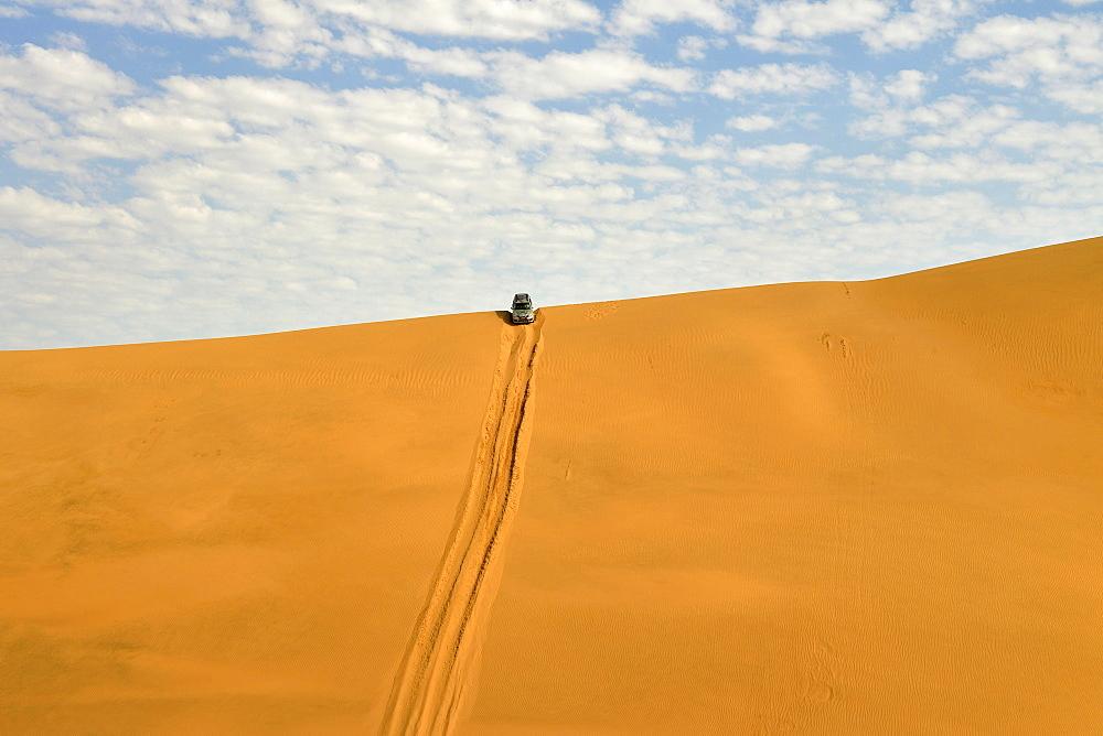 Four wheel drive down sand dune, Namib-Naukluft-Park, Namibia, Africa