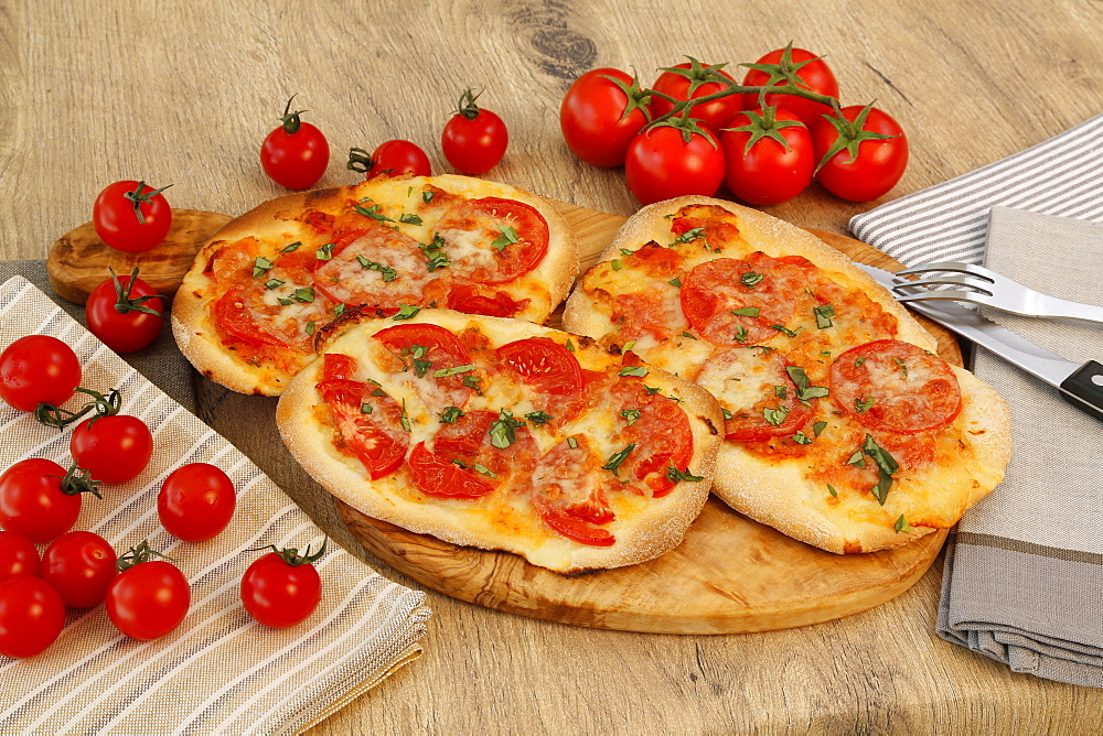 Swabian cuisine, Dinnete, Dennete, Swabian pizza with tomatoes, cheese and basil, served on wooden plates, Germany, Europe