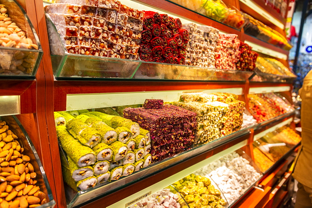 Turkish Delight, Turkish sweets, specialties at a market stand, Grand Bazaar, Kapali Carsi, Istanbul, Turkey, Asia