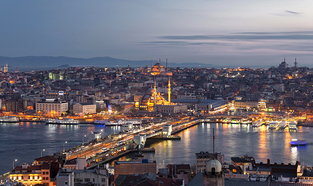 City view at dusk, Yeni Cami mosque and mosque Beyazit Camii, Galata Bridge, Golden Horn, Bosporus, Yeni Cami, mosque, Fatih, Istanbul, European part, Turkey, Asia