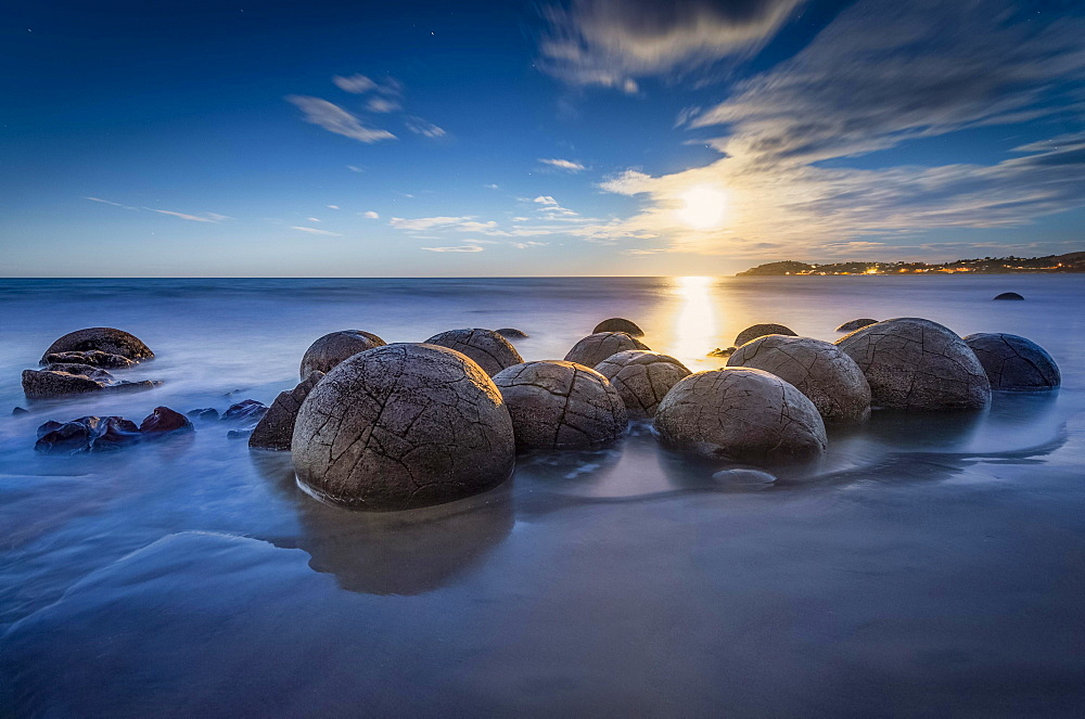 Moeraki Bolders at full moon, round rock balls, geological concretion, Hampden, Otago, New Zealand, Oceania