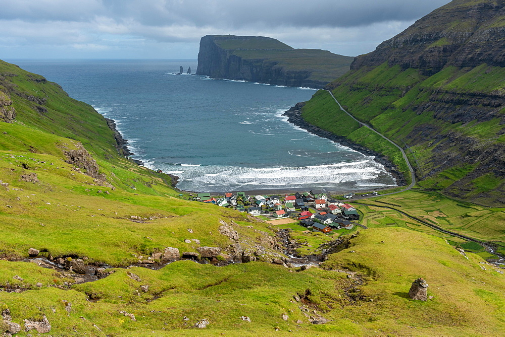 Overlooking Tjornuvik or Tjornuvik, Streymoy, behind spiers Risin og Kellingin in front of cliff Eioiskollur, Faroe Islands, Foroyar, Denmark, Europe