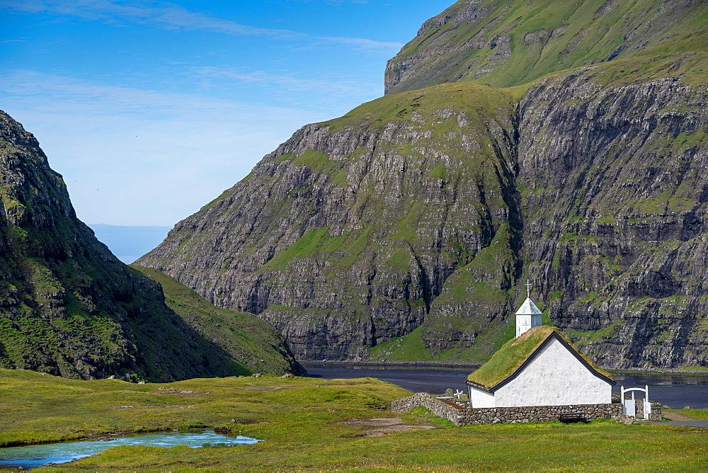 Small church with grass roof in mountain landscape, Saksun, Streymoy, Faroe Islands, Foroyar, Denmark, Europe