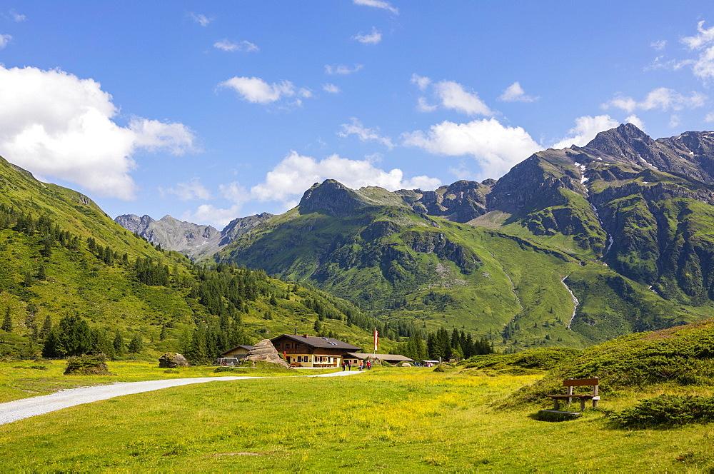 Hiking in front of the Nassfeldalm, Nassfeldtal, Nassfeld, Sportgstein, Gasteinertal, Hohe Tauern, Bad Gastein, Province of Salzburg, Austria, Europe