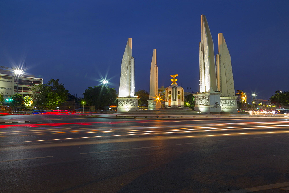 Democracy Monument at dusk, Bangkok, Thailand, Southeast Asia, Asia