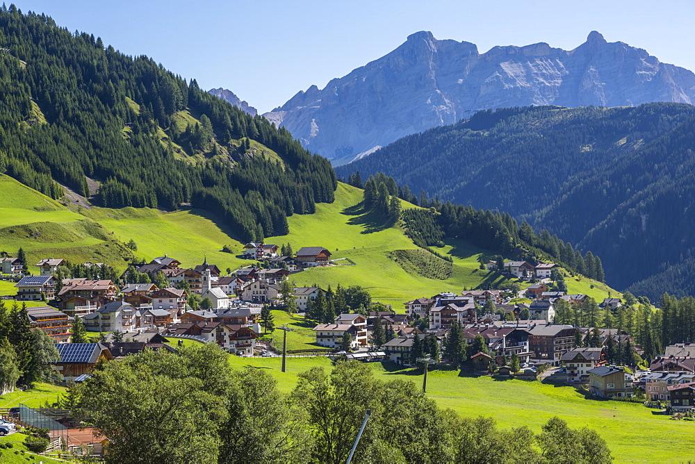Morning view of Colfosco (Calfosch) and surrounding mountains, Belluno Province, Trento, Dolomites, Italy, Europe
