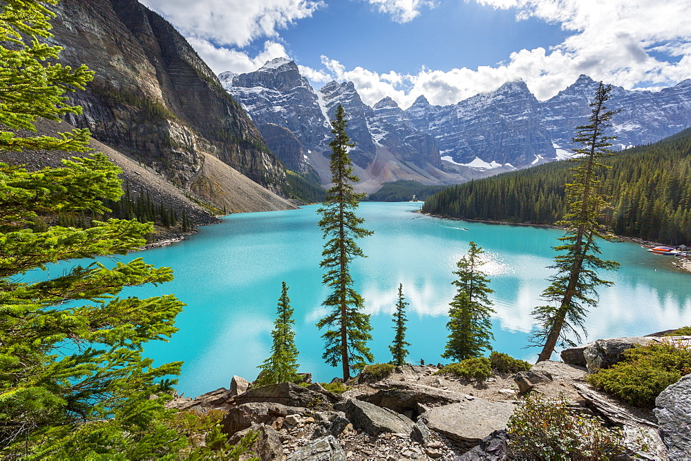 Moraine Lake and the Valley of the Ten Peaks, Rockies, Banff National Park, UNESCO World Heritage Site, Alberta, Canada, North America - 844-14387