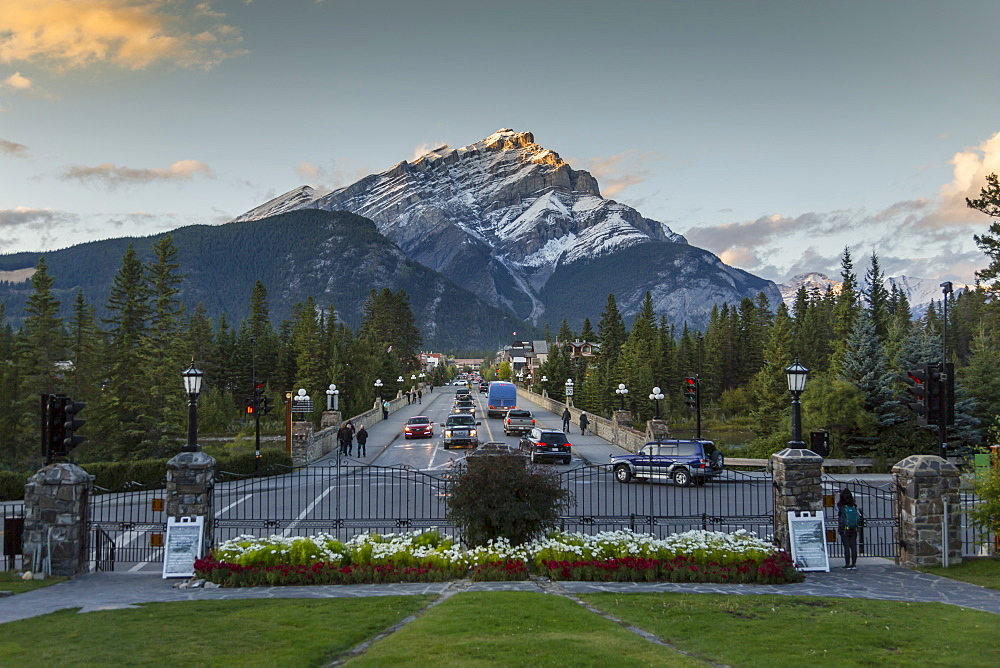 View down Banff Avenue toward Snow Peak, Banff, Canadian Rockies, Banff National Park, UNESCO World Heritage Site, Alberta, Canada, North America - 844-14392