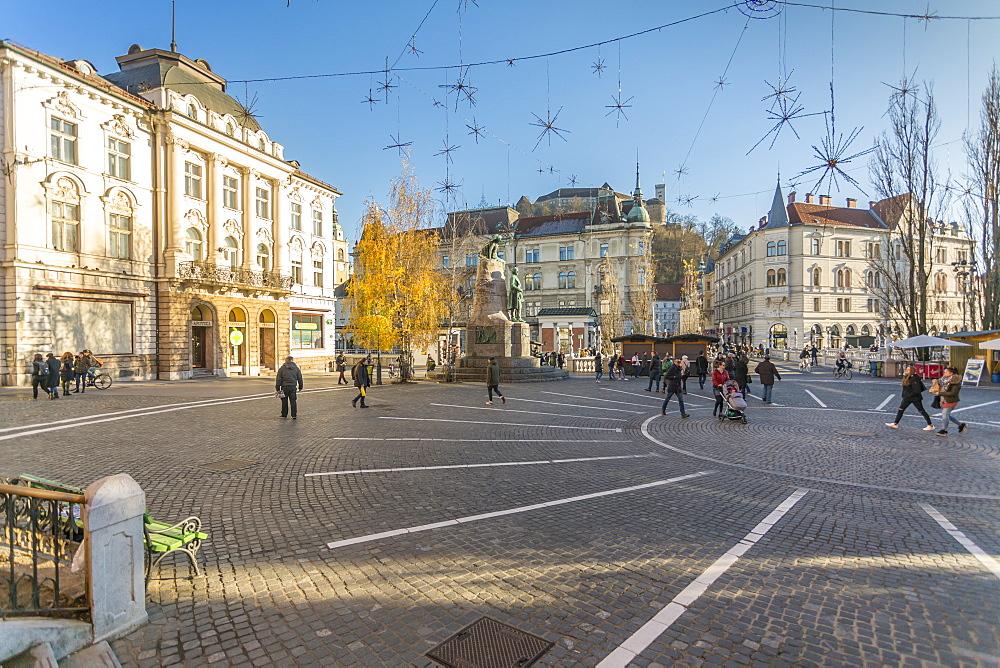 Ornate architecture in Plaza Prěsernov and castle visible in background, Ljubljana, Slovenia, Europe - 844-15198