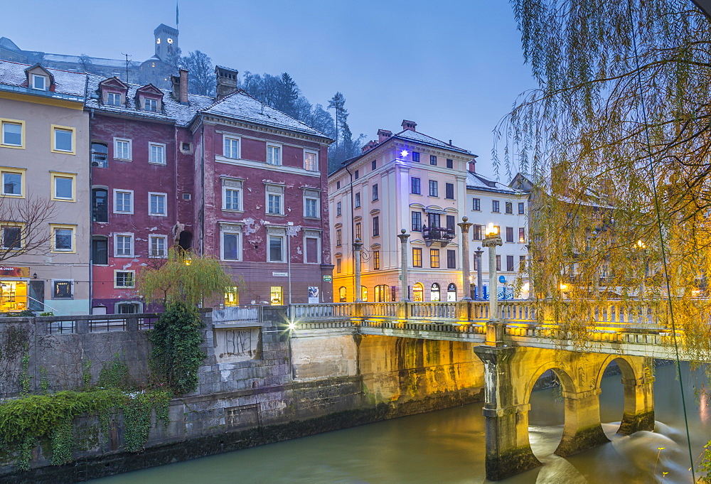 View of Cobblers Bridge and Ljubljana Castle at dusk, Ljubljana, Slovenia, Europe