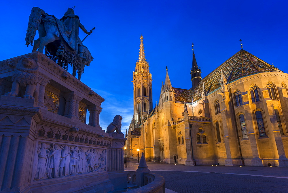 Statue of King Stephen Iand Matthias Church at dusk, Fishermans Bastion, Budapest, Hungary, Europe