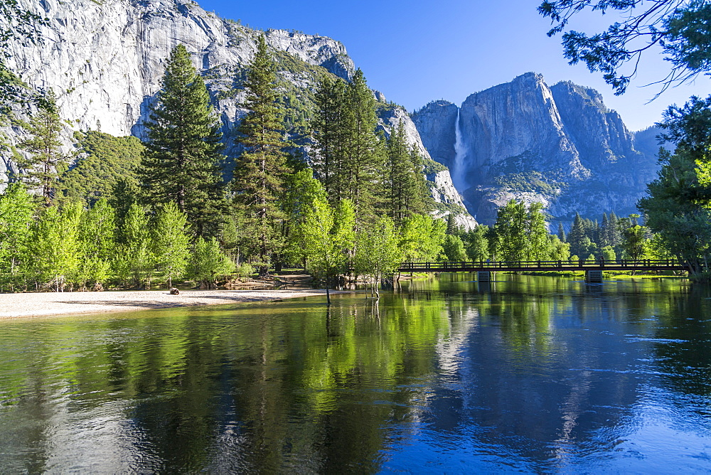 View of Cooks Meadow and Upper Yosemite Falls, Yosemite National Park, UNESCO World Heritage Site, California, USA, North America - 844-17033