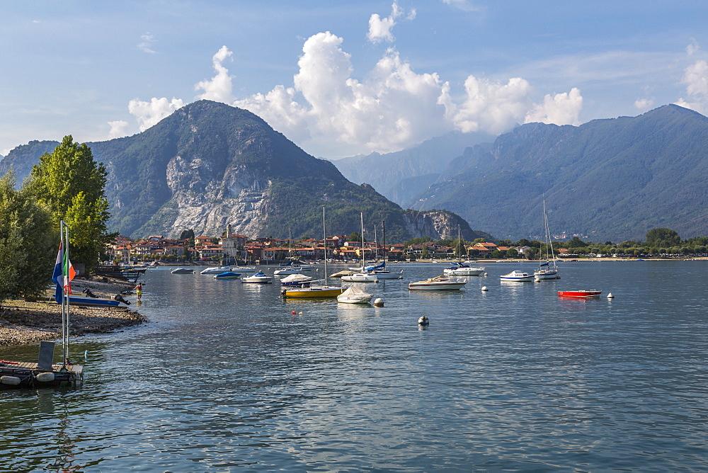 View of Feriolo and boats on Lake Maggiore, Lago Maggiore, Piedmont, Italy, Europe - 844-17870